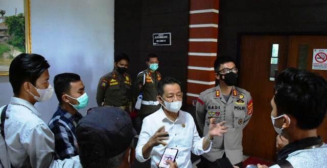 Wakil Bupati Tulangbawang Barat bersama Kapolres berikan keterangan Pers